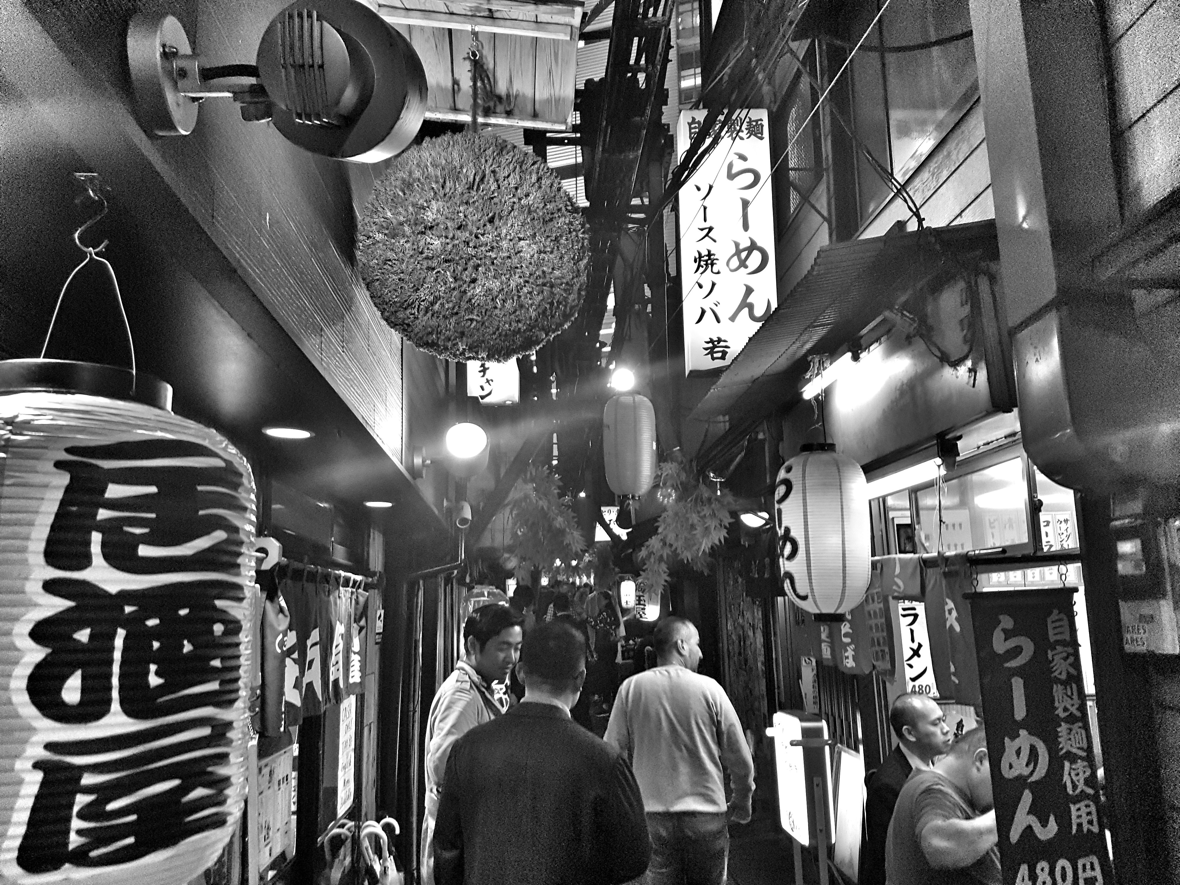 Piss Alley in Shinjuku, Tokyo (ph. Daniele Grattarola)
